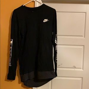 Black longsleeve nike, athletic shirt